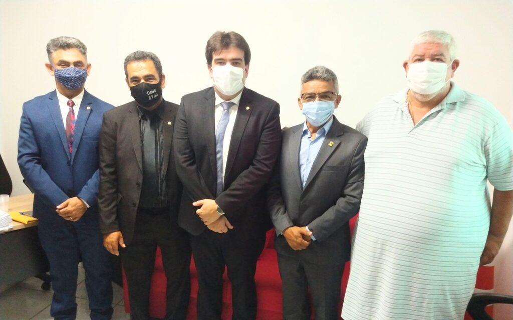 WhatsApp Image 2021 04 27 at 16.50.23 - UNIÃO SELADA: deputado Eduardo Carneiro visita Câmara de Bayeux recebe adesão de quatro vereadores