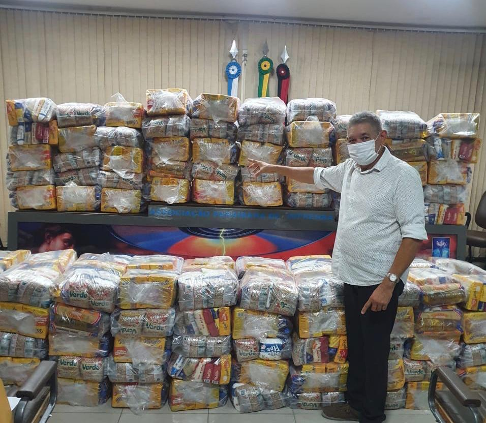WhatsApp Image 2021 04 28 at 18.09.00 1 - EFEITOS DA CRISE: API entrega cestas básicas para jornalistas afetados pela pandemia na Paraíba