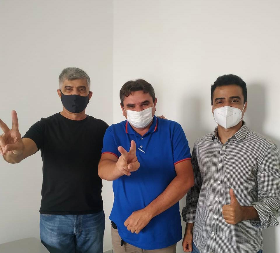 WhatsApp Image 2021 04 30 at 18.49.07 - Pré-candidato ao Senado, Bruno Roberto recebe apoio de prefeitos paraibanos; CONFIRA