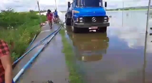 acuce - Após fortes chuvas, açude Manoel Marcionilo em Taperoá transborda e moradores registram - ASSISTA