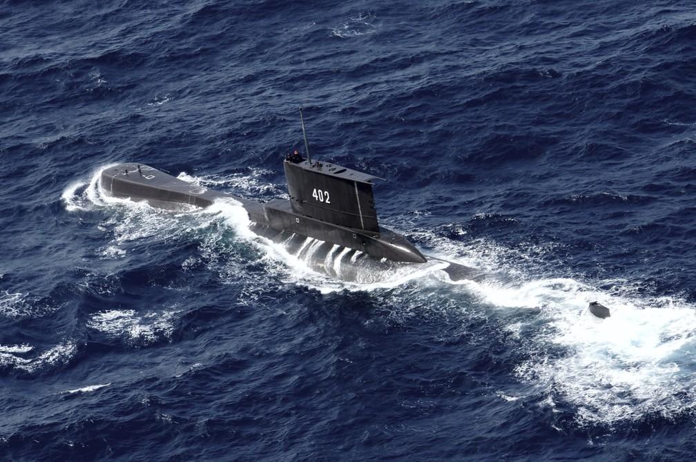 ap21111517384557 - Marinha indonésia localiza submarino desaparecido com 53 tripulantes a bordo