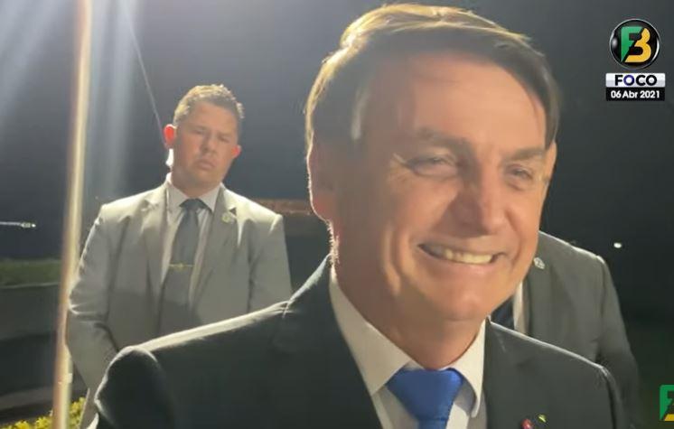 """bol - Brasil Supera as 4 mil mortes e Bolsonaro ironiza """"Agora sou genocida"""" - VEJA VÍDEO"""