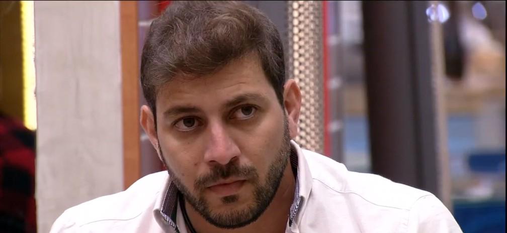caio bbb21 - Caio é o décimo primeiro eliminado no paredão do 'BBB21', com 70,22% dos votos