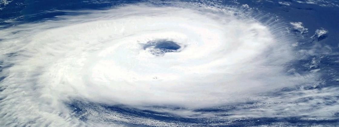 ciclone - Especialistas dizem que furacão pode atingir litoral Sul do Brasil neste sábado