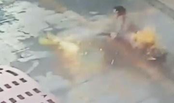 homemn - Homem corre em chamas após van onde ele estava pegar fogo - VEJA VÍDEO