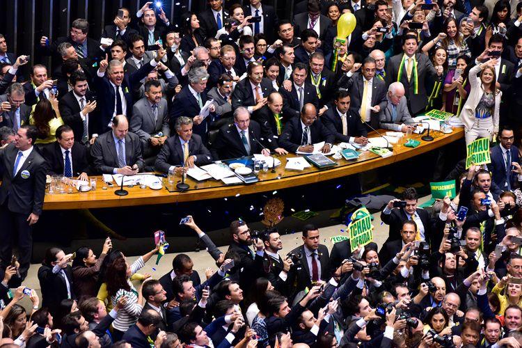 img201604172325358433542 - 'TCHAU, QUERIDA': em livro, Cunha lembra euforia após voto de paraibanos no impeachment de Dilma