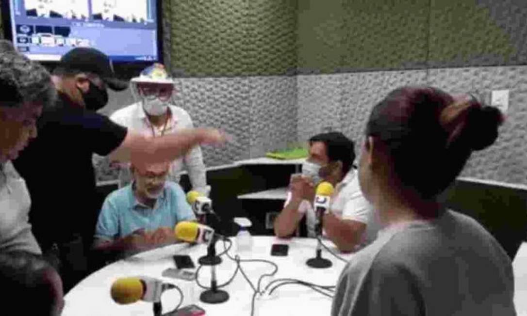 xRadio Comunidade.png.pagespeed.ic .NzCRiTVr7J - Grupo invade rádio para reclamar de locutor que falou em 'genocídio' de Bolsonaro na pandemia; VEJA VÍDEO