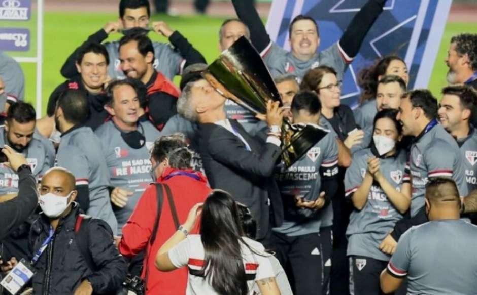 """1830190221 60ab0656e6784 - """"O futebol é mágico"""", diz Crespo sobre relação com torcida"""