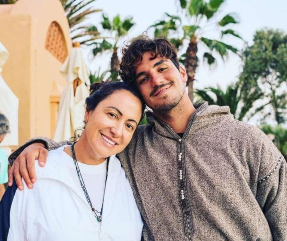 1909423959 608881fd39273 - Mãe de Medina corta relacionamento com filho após perder 'mesada' R$ 200 mil, diz site