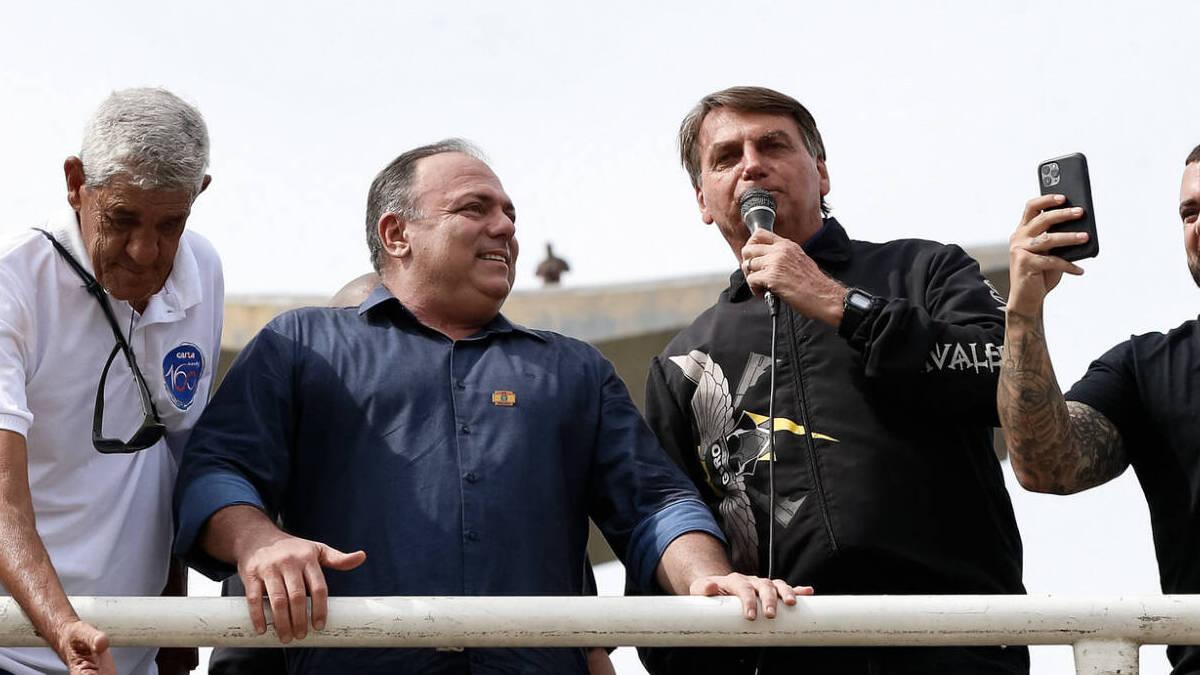 51197607432 b8fd71ad88 k e1621848336278 - Bolsonaro pede a comandante do Exército para não punir Pazuello por participação em ato no Rio