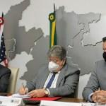 588f8673 ebc2 4330 bbe0 7ed79ddd8b49 - João Azevêdo e embaixador dos EUA assinam memorando de entendimento e estabelecem parcerias em áreas estratégicas para o desenvolvimento do estado