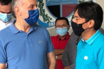 Aguinaldo e Nelinho 675x375 1 - Aguinaldo participa da entrega de ônibus 0km em Cacimba de Dentro, visita obras, e reforça parceria com gestão