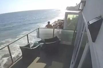 Capturar.JPGyhghhh - Sacada à beira mar desaba com mais de 15 pessoas e deixa feridos - VEJA VÍDEO