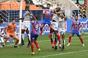 Após o título do Bahia, jogadores protagonizam pancadaria generalizada na Arena Castelão – VEJA VÍDEO