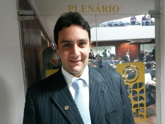 Jullys Roberto - ELES BOMBAM NAS REDES! Deputados estaduais da PB fazem sucesso na internet; bolsonaristas são os mais seguidos - VEJA