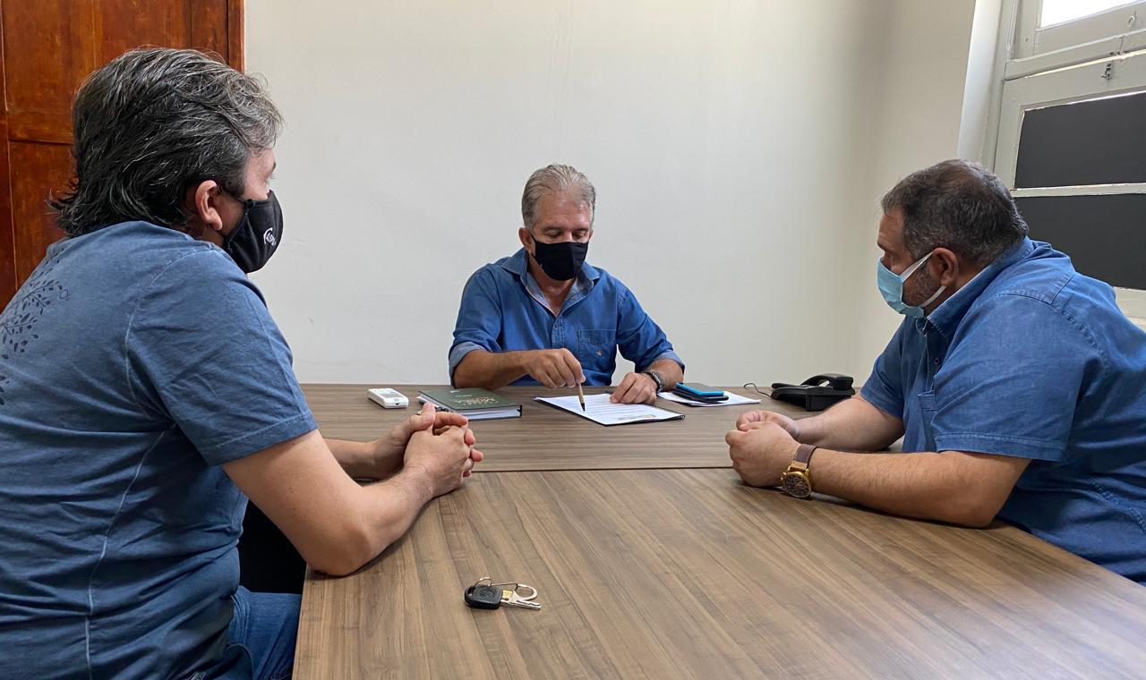 REUNIAO ADOTA PATOS E PREFEITO NABOR WANDERLEY - Prefeitura de Patos e ONG Adota Patos firmam parceria para início do programa de castração e controle de zoonoses