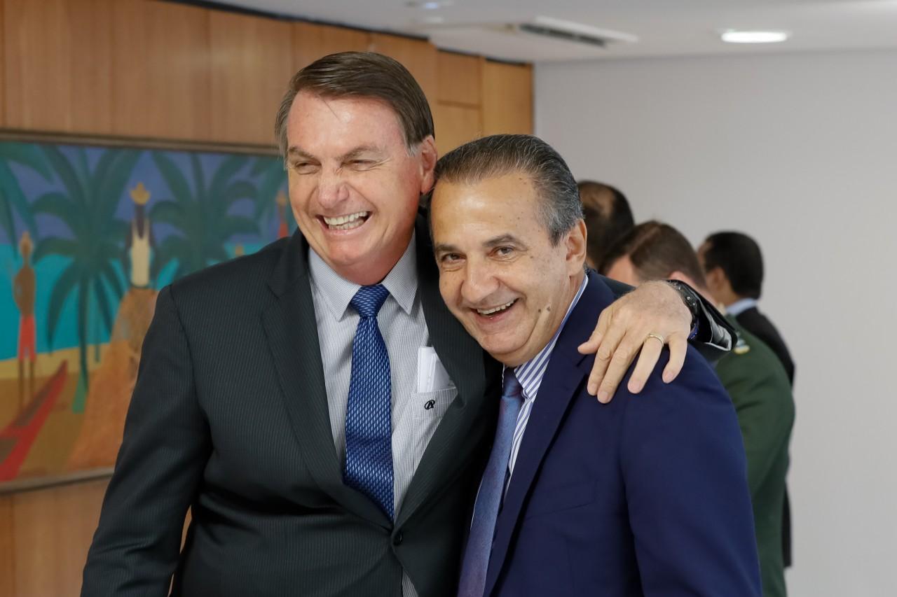 """Silas Malafaia e Jair Bolsonaro 13 - CPI DA COVID: Flávio Bolsonaro diz que principal conselheiro de seu pai é o pastor Silas Malafaia, e desafia: """"Chamem ele aqui"""""""