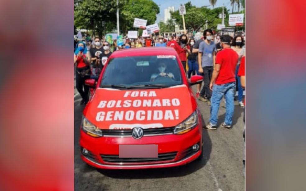 """adesivo - Dirigente do PT é preso por se recusar a retirar do carro o adesivo """"Bolsonaro genocida"""" - VEJA VÍDEO"""