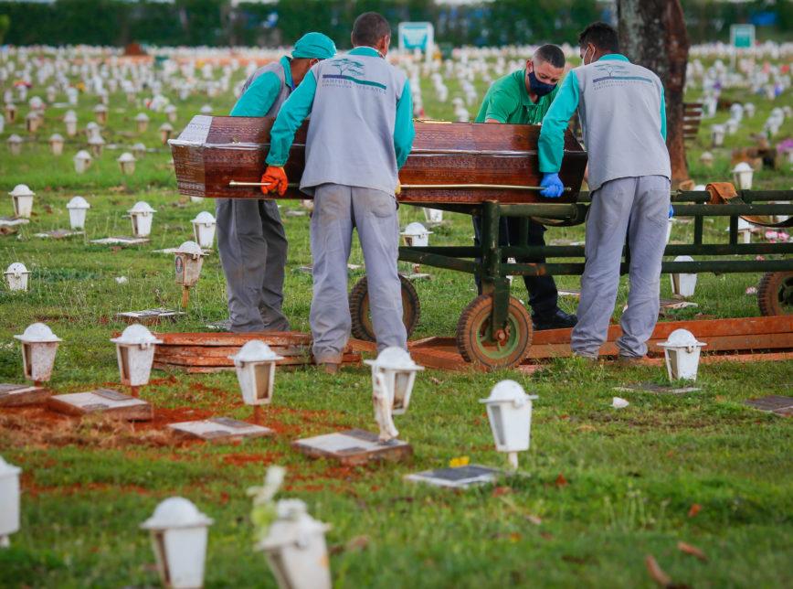 cemiterio covid sérgio lima 12 mar 2021 868x644 1 - Covid-19: Brasil registra 2.198 mortes em 24 horas