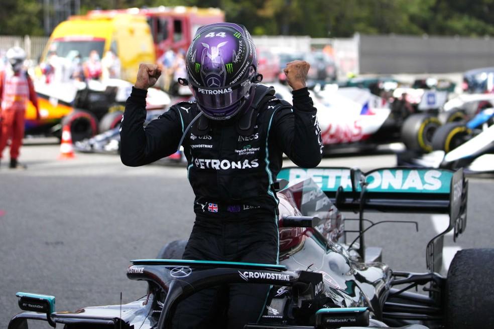 gettyimages 1317117965 - Hamilton é ultrapassado na largada, mas dá o troco e vence o GP da Espanha