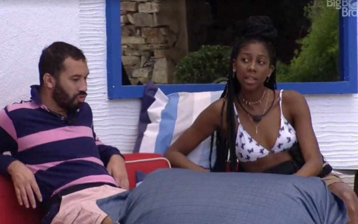 gil e camilla - Camilla e Gilberto levam bronca da produção por 'mandarem' recado orientando adms de suas redes