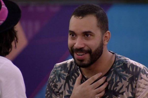 """gil - Após 15 anos ex-BBB Gilberto Nogueira reencontra o pai: """"Ficha não caiu"""""""