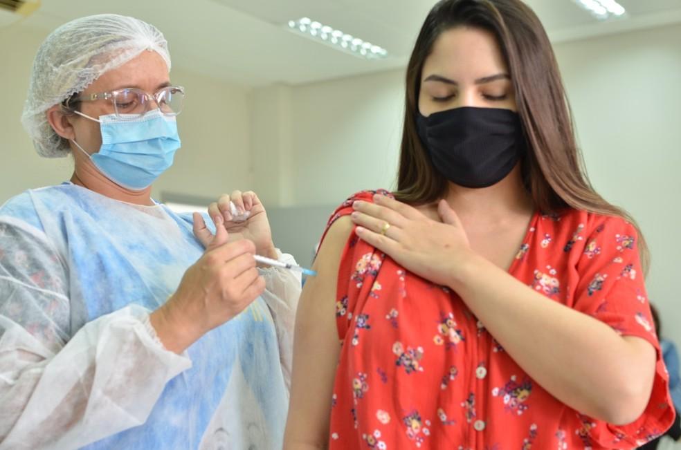 img 20210506 wa0048 1 - Campina Grande vacina pessoas de grupos prioritários que ainda não receberam 1ª dose neste sábado