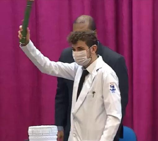 jov - Jovem que entrou em medicina aos 14 anos se forma e quer combater a Covid-19