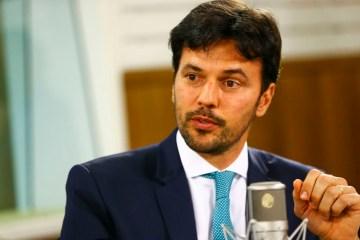 ministro fabio - Ministro afirma que recusa de 70 milhões de doses da Pfizer não afetou o Brasil - VEJA VÍDEO