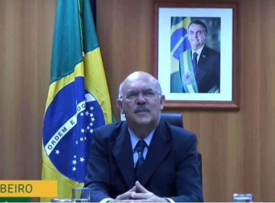 """mm 1 - MEC apoia """"radicalmente"""" retorno às aulas presenciais, diz Ribeiro"""
