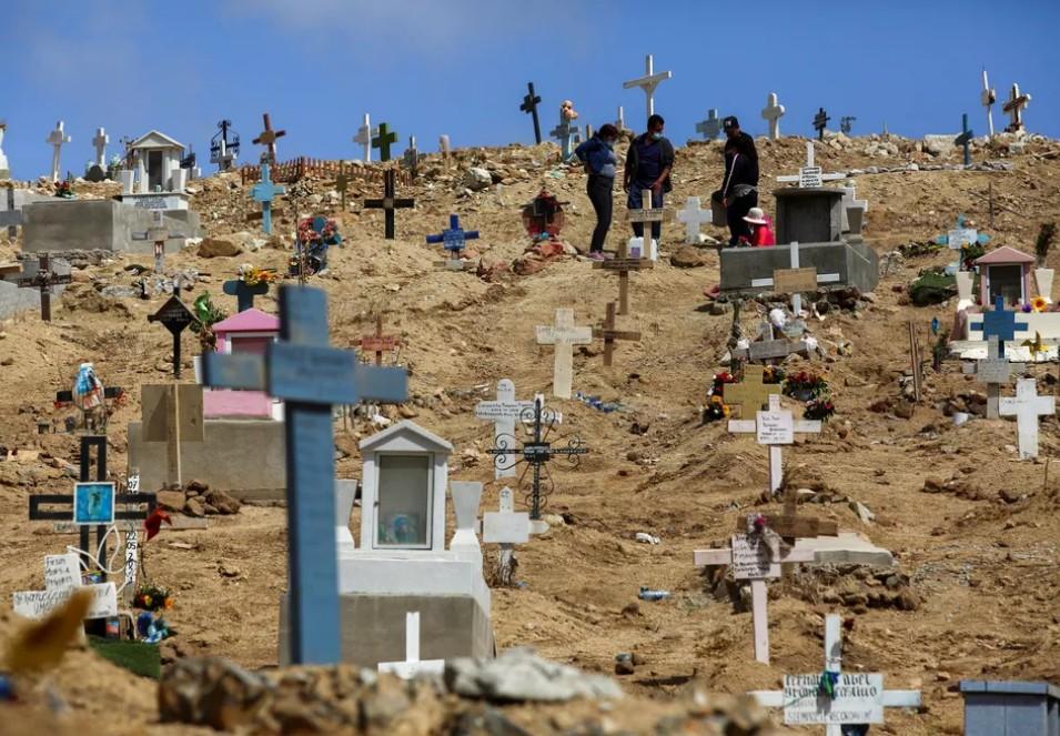 mortes - América Latina beira 1 milhão de mortos com apenas 3% de vacinados