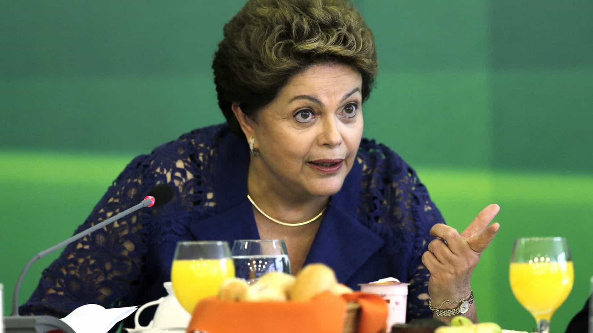 naom 5bb28c12caf70 - 'Lutaremos por reconstrução do Brasil', afirma Dilma em evento de 1º de maio