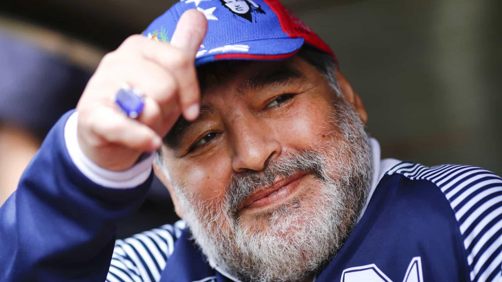 naom 5fc79880eaaa6 1 - Relatório indica que Maradona morreu 'abandonado à própria sorte'