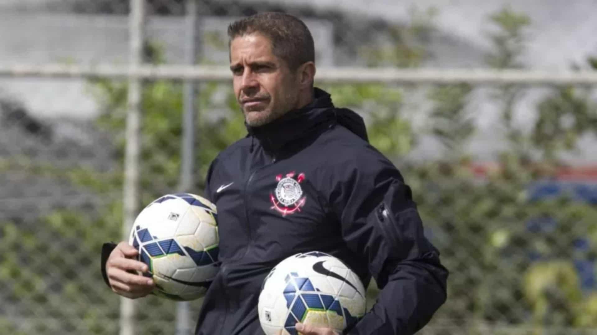 naom 60ad2d2ca2193 - Sylvinho diz que precisou de três minutos para fechar com Corinthians