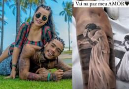 Viúva de MC Kevin faz tatuagem em homenagem ao cantor: 'No meu coração, só momentos bons' – VEJA VÍDEO