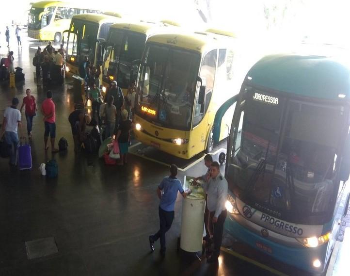 onibus 2 - Governo da Paraíba reduz 50% do ICMS sobre o diesel para impedir qualquer aumento na passagem de ônibus