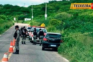 pol - Dois corpos de homens são encontrados dentro de carro na Serra do Teixeira