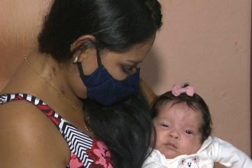 MILAGRE! Mulher dá à luz intubada, conhece filha após um mês e vai passar Dia das Mães em casa com a família