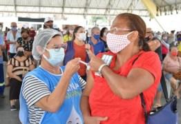 Pessoas com BPC e profissionais de saúde de Campina Grande são vacinados contra Covid-19