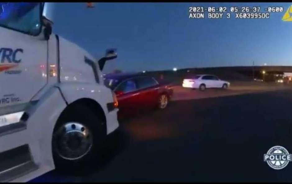 278366893 1623251281430 1 - Crianças 'roubam' carro dos pais e causam acidente - VEJA VÍDEO
