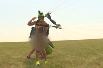 INUSITADO! Paraquedista quebra recorde ao completar 60 saltos em 24h totalmente nu