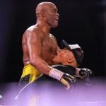 ANDERSON SILVA - SURPREENDEU: Anderson Silva vence ex-campeão mundial Julio Cesar Chaves Jr, em sua reestreia no boxe - VEJA VÍDEO