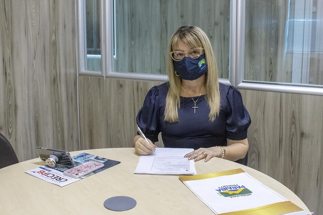 Giuliana Martins - Confiante no mercado, corretora de imóveis registra nova empresa no Creci-PB