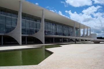 Palacio do Planalto - O parto da montanha: uma opção de centro na corrida pelo Planalto - Por Nonato Guedes