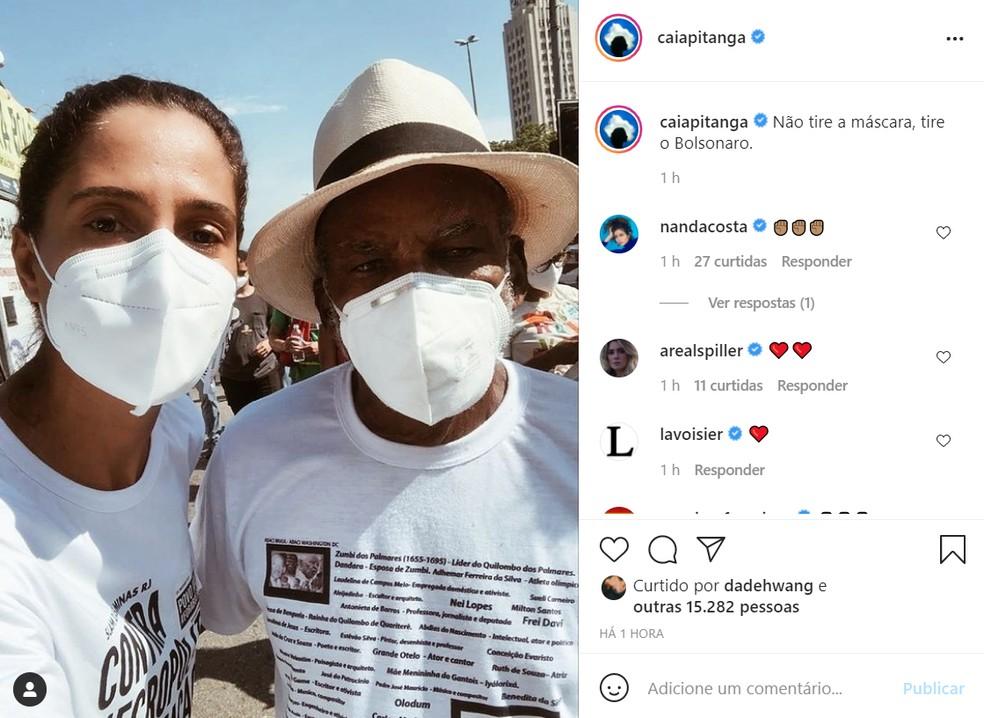 """camila pitanga - Famosos pedem uso de máscara após fala de Bolsonaro: """"Não tire a máscara, tire o Bolsonaro"""""""