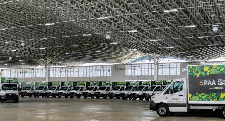 caminhoes - João Azevêdo entrega caminhões e equipamentos para fomentar a agricultura familiar em 84 municípios