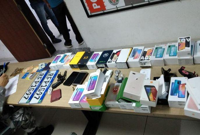 csm roubo celulares 1f9d4b26f6 - CELULARES, ARMA E CARRO: Suspeitos de assalto são presos enquanto comemoravam crime