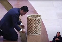 Igreja pede doação de auxílio emergencial de fiéis em troca de milagre