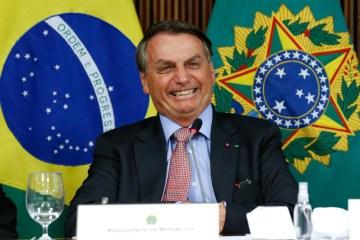 """jair bolsonaro 25.maio .2021 2 - Internauta questiona Bolsonaro sobre preço do gás e presidente responde: """"Seja feliz sempre"""""""