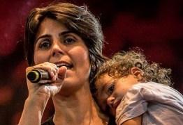 """Manuela D'Ávila relata ameaças de estupro contra sua filha de 5 anos: """"Gente inescrupulosa!"""""""